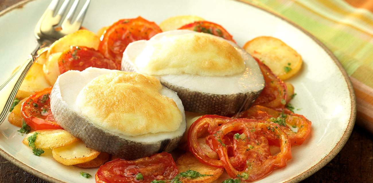 Merluza Austral Chile con muselina de ajos sobre patata panadera