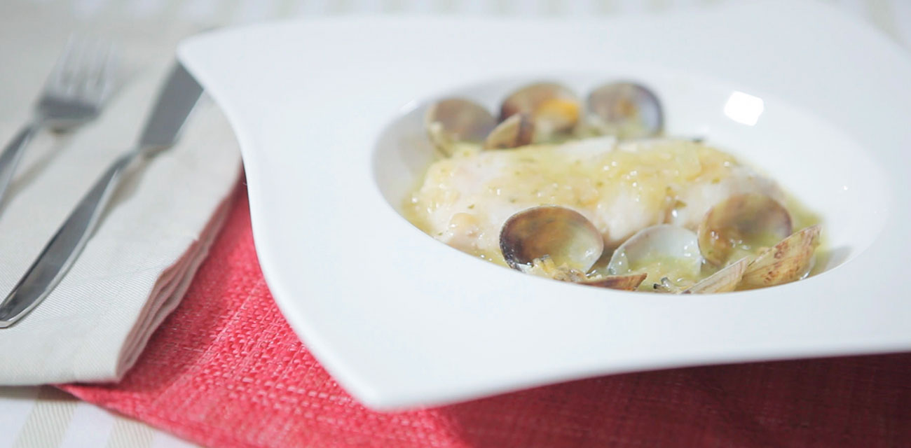 Merluza Austral con almejas en salsa verde