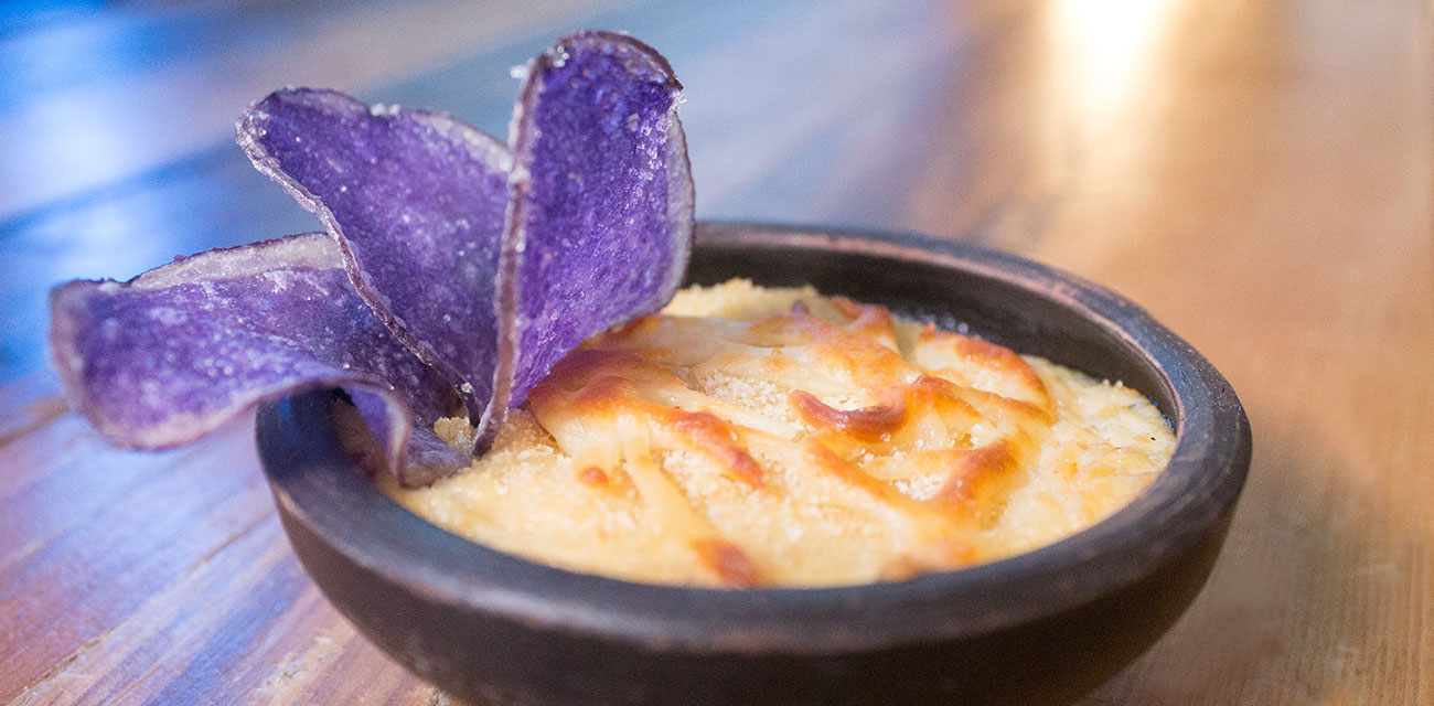 Casi brandada de Merluza con chips de patata violeta