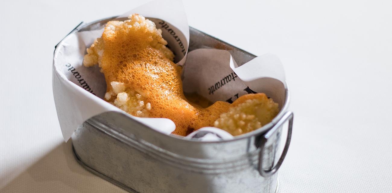Pop corn de merluza austral y aire de azafrán y cítricos