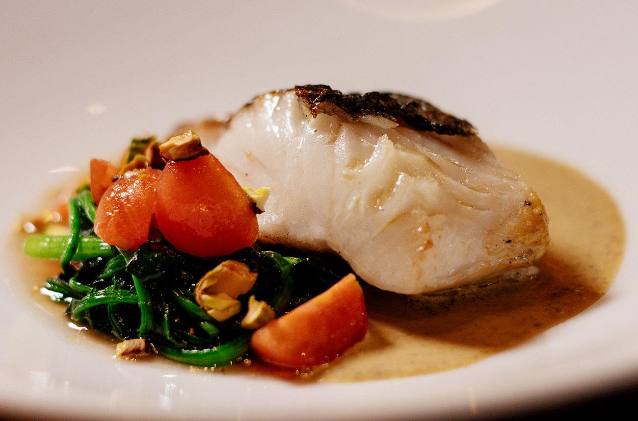Merluza Austral Chile - Recetas del chef - Merlua con emulsión de ajada y verduras