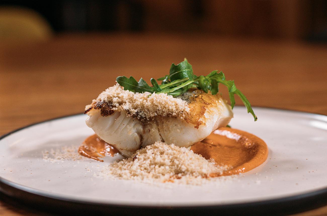 Merluza Austral Chile - Recetas del chef - Merluza a la plancha con tomate asado, cebolletas y avellanas